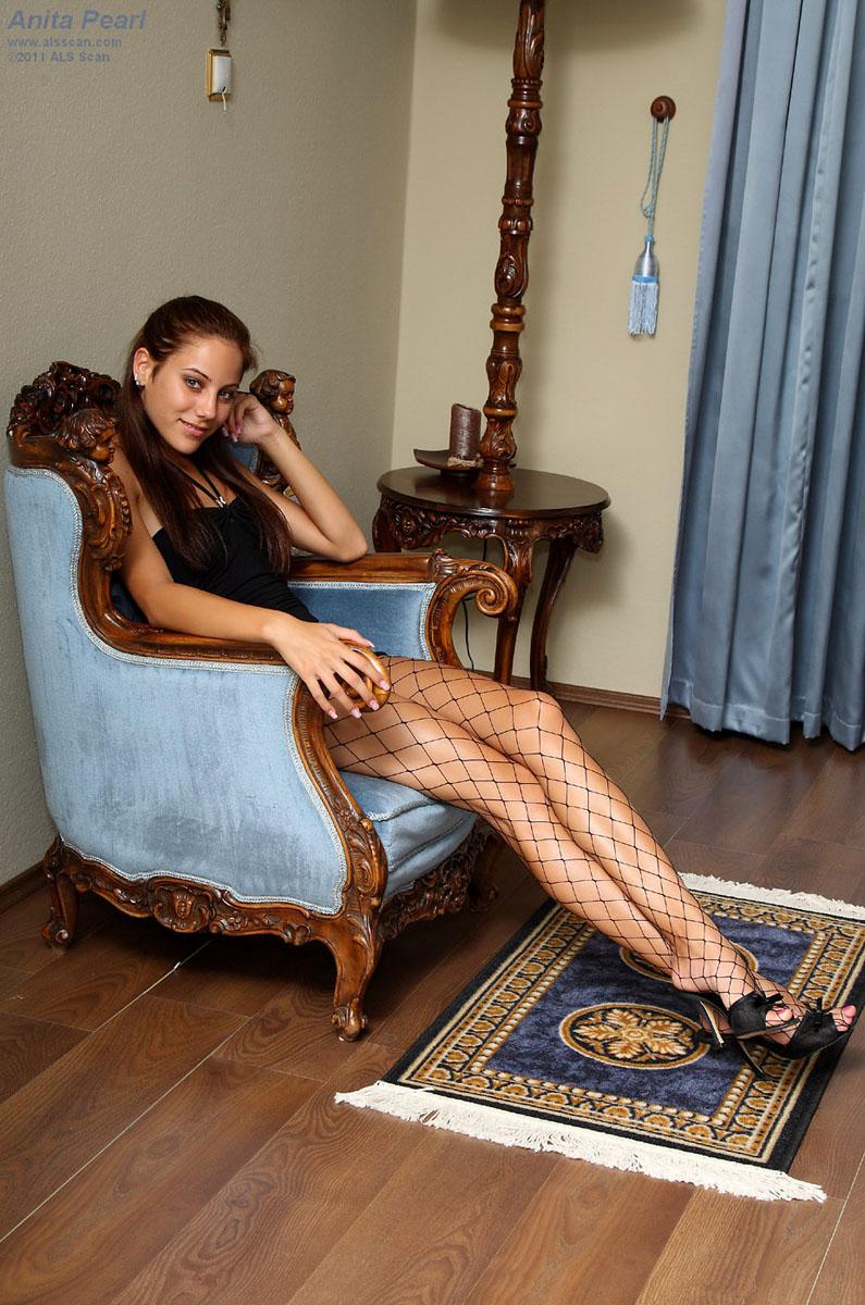 Anita Pearl - Euro Babe Anita Pearl Shows Off Her Hot Body