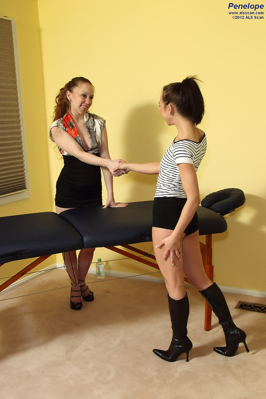 Penelope - Penelope Gets an Erotic Massage from Leighlani