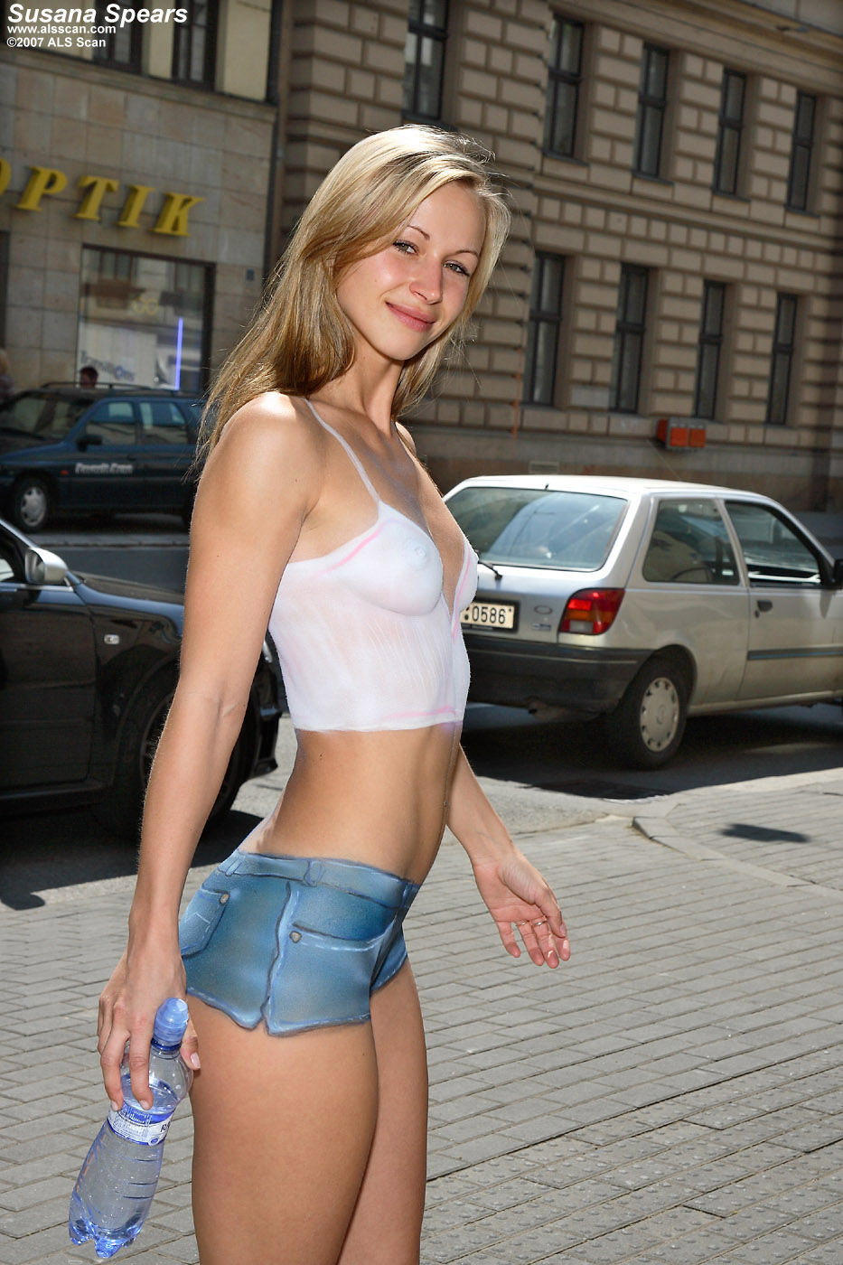 Susana - Susana Spears Walks Around Town with Painted On Outfit