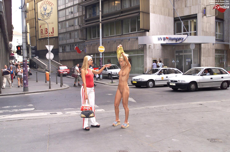 Пьяные японки на улице 19 фотография