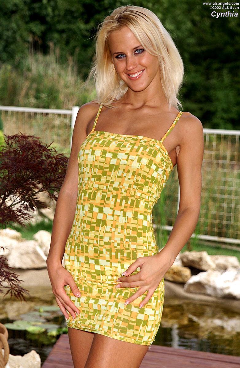 Cynthia - Sexy Blond Cynthia Fingers Herself Outside