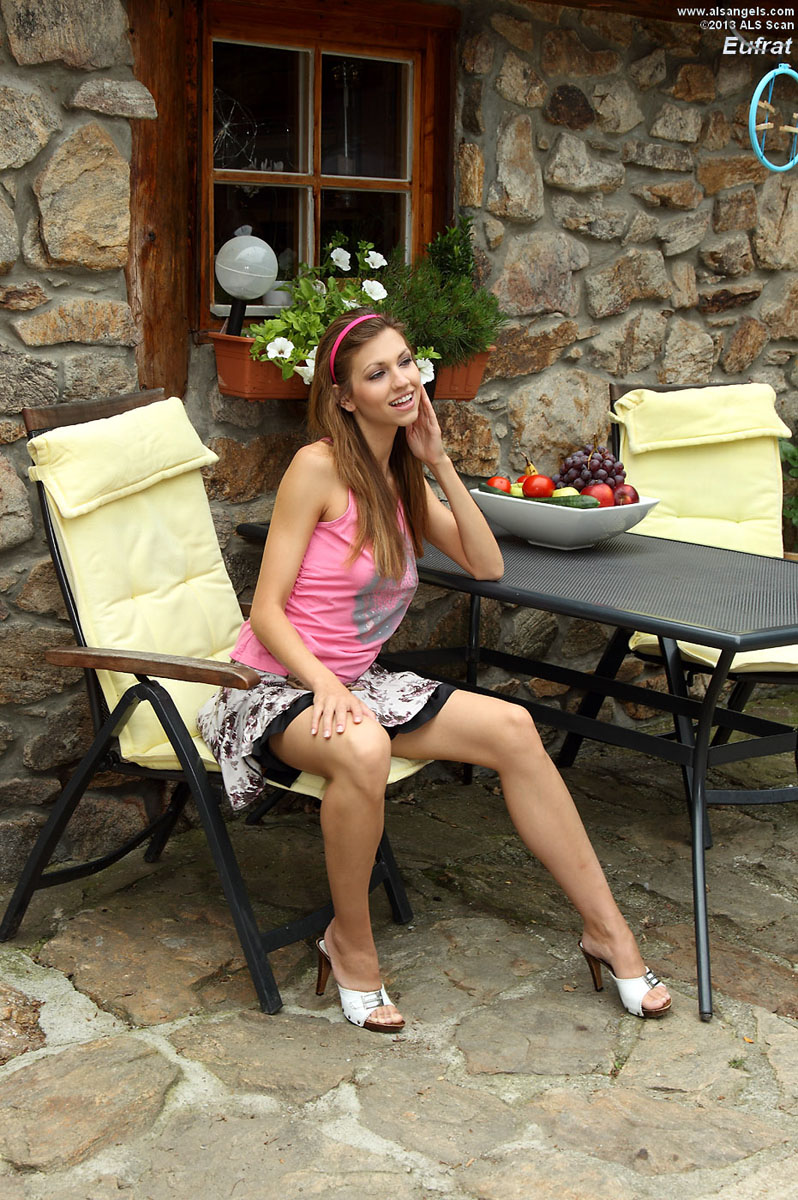 Eufrat - Playful Eufrat Strips for the Camera Outdoors
