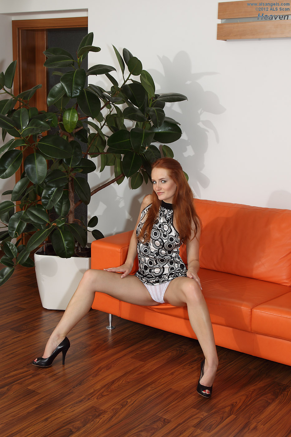 Heaven - Redhead Heaven Fists Herself On the Couch For Eufrat