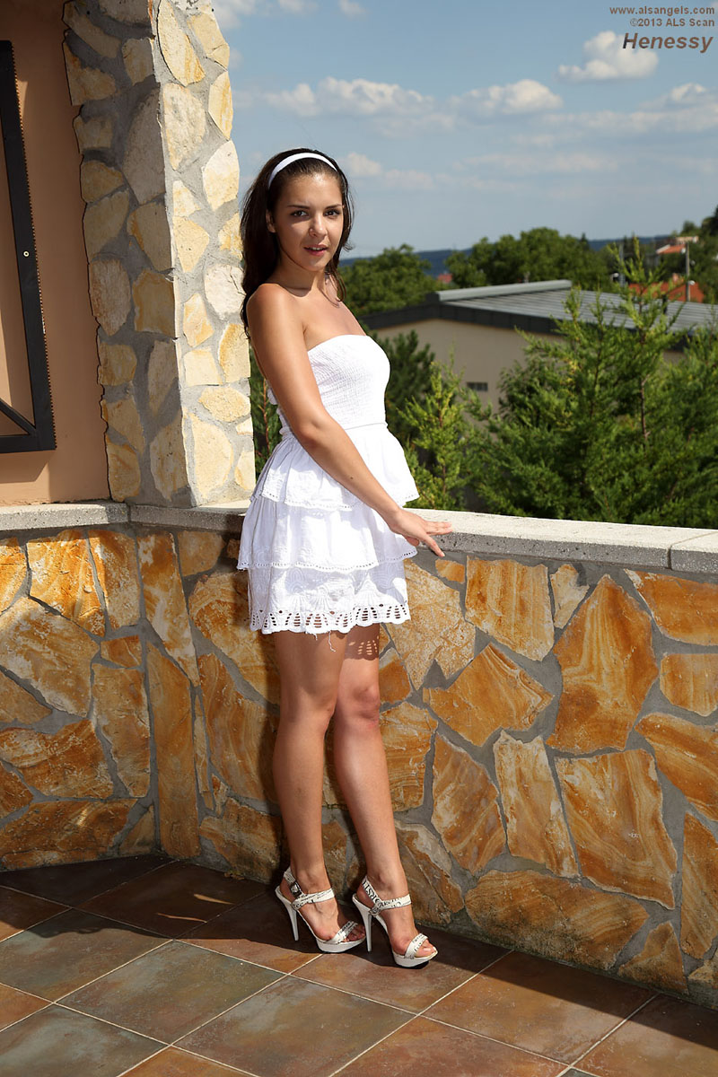 Henessy - Henessy in Dress and Heels, Gapes with Speculum