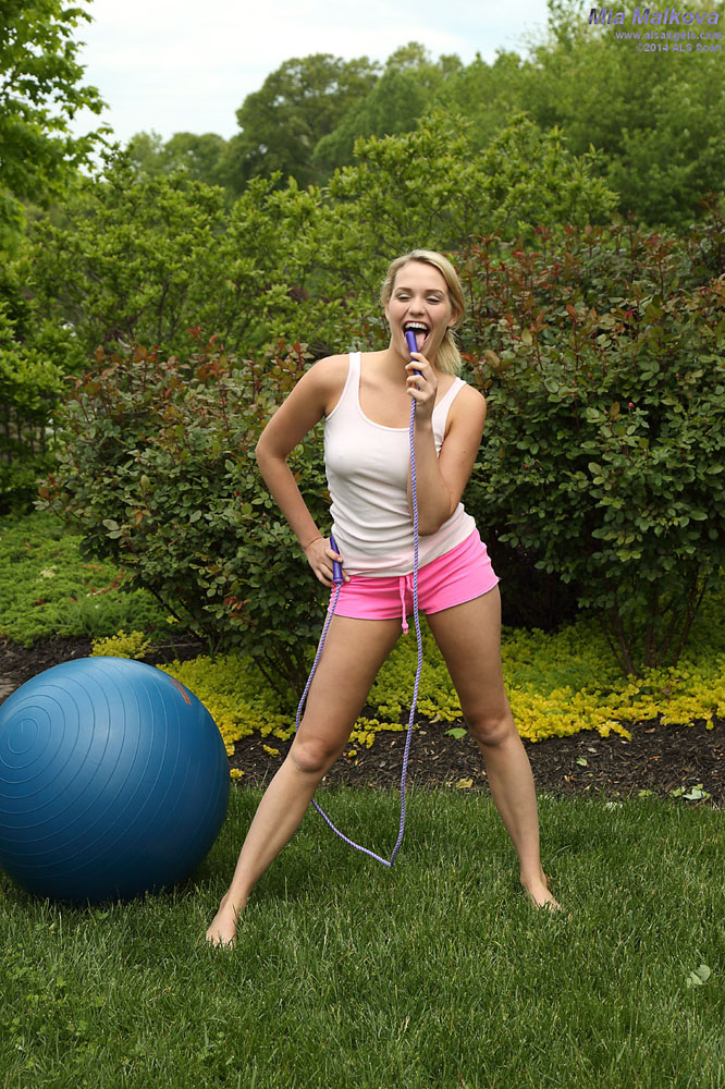 Mia Malkova - Mia Malkova DPs Jump Rope Handles and Gaping